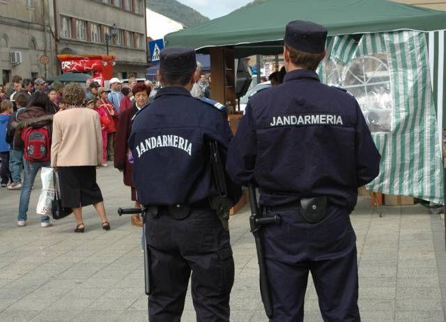 Jandarmii arădeni au asigurat ordinea şi au aplicat amenzi în această săptămână