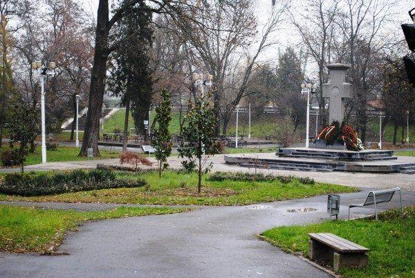 Primăria Arad nu recunoaşte că doreşte desfiinţarea  Parcului Eminescu