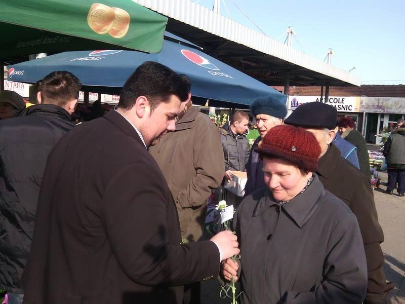 Tinerii liberali au oferit flori de 8 martie