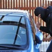 DOI MINORI BANUITI DE COMITEREA UNUI FURT DINTR-UN AUTOTURISM