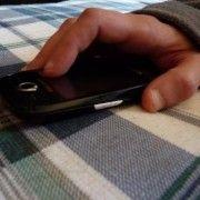 A SUSTRAS UN TELEFON MOBIL