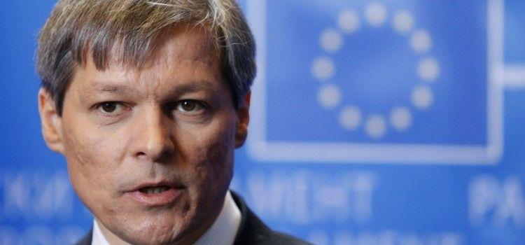 Dacian Cioloș trăiește în lumea lui francofonă. Spațiul Schengen nu mai există, pentru români, nici nu a existat!