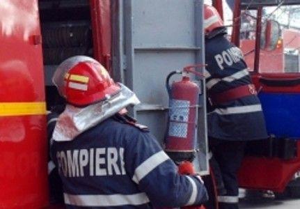 Un tir plin cu butelii a explodat pe DN2, în județul Buzău