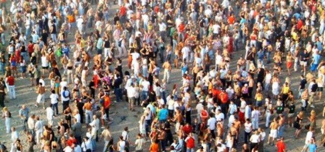 INS: PROCESUL DE IMBATRANIRE S-A ADANCIT IN ULTIMUL AN, POPULATIA DE PESTE 65 DE ANI A DEPASIT-O CU 210.000 PE CEA TANARA