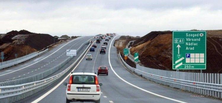 Nu a împlinit un an de folosință și autostrada Arad-Nădlac este plină de gropi