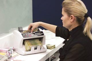 Salariul mediu net din septembrie a urcat cu 38 de lei față de august