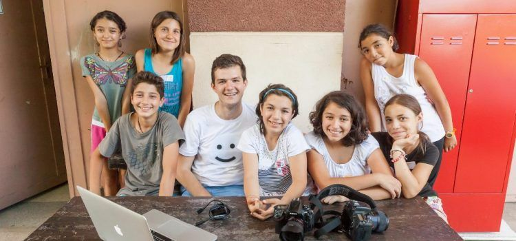 """KFC continuă campania """"Bucket de bine"""", susținând două case din cadrul SOS Satele Copiilor România"""
