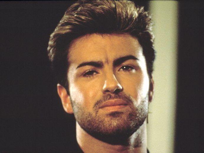 Cântărețul George Michael a încetat din viață la 53 de ani