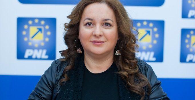 """Geanina Pistru: """"Îi urez succes premierului Grindeanu și mă aștept ca noul guvern să sprijine investițiile!"""""""