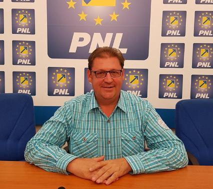 """Florin Farcașiu: """"Continuăm dezvoltarea comunei Tîrnova!"""""""
