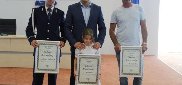 """Trei sportivi au primit diploma """"Arădeni cu care ne mândrim"""""""