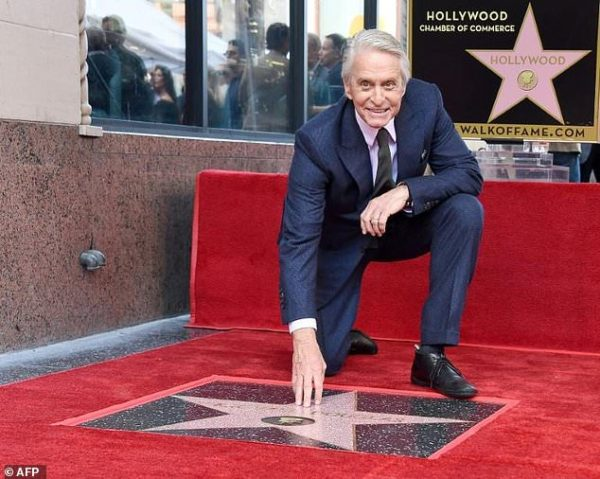 Actorul Michael Douglas a primit o stea pe Walk of Fame din Hollywood