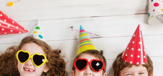 CUM SA iti surprinzi copilul de ziua lui? Idei nastrusnice de cadouri si petreceri surpriza pentru cei mici