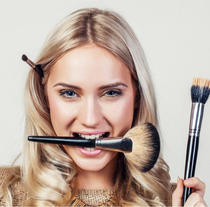 Cele mai COOL trucuri de mechiaj pe care sa le incerci VARA ASTA: 3 sfaturi super simple pentru un make-up de vis