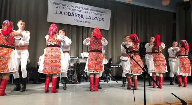 """Festivalul de păstrare și promovare a tradițiilor populare românești """"La obârșii, la izvor"""", ediția a XII-a, la Gyula"""