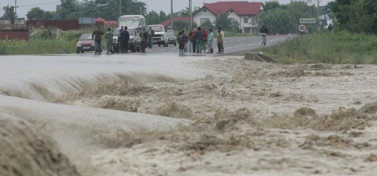 Aradul a primit bani pentru refacerea infrastructurii afectate de calamităţi