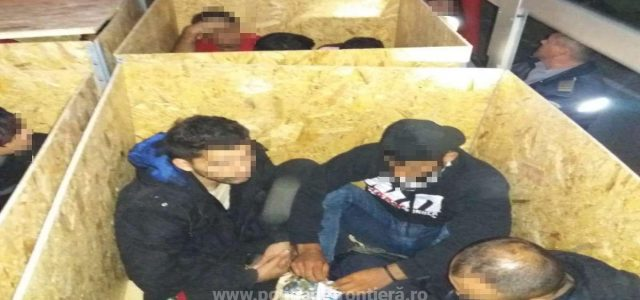 20 de migranți, descoperiți ascunşi într-un automarfar la P.T.F. Nădlac I