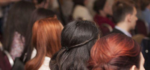 Look feminin pentru evenimentele de business. Cum obtii singura o manichiura profesionala si gene perfecte?