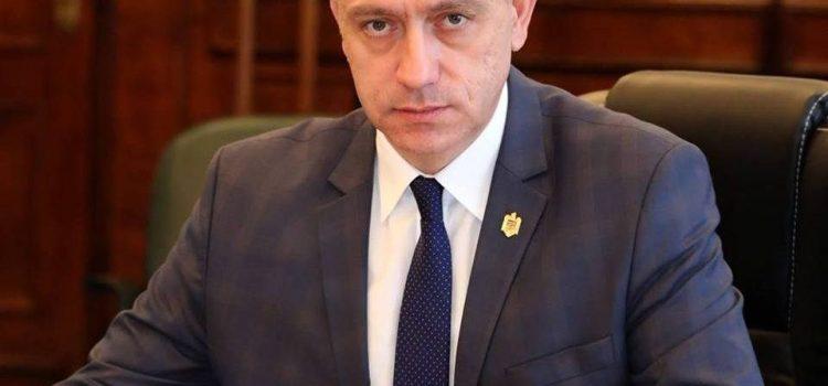 """Mihai Fifor: """"Falcă ar trebui să înceapă depolitizarea cu Primăria Arad, CJA și Compania de Apă"""""""
