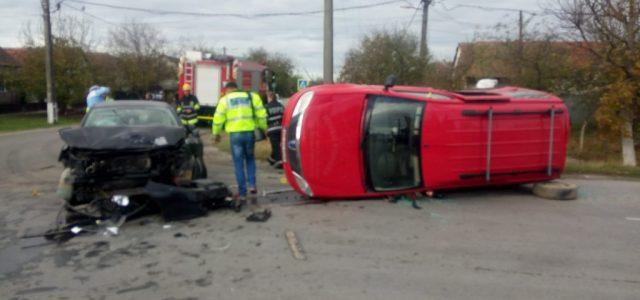 Accident la Șicula. Două persoane au fost rănite