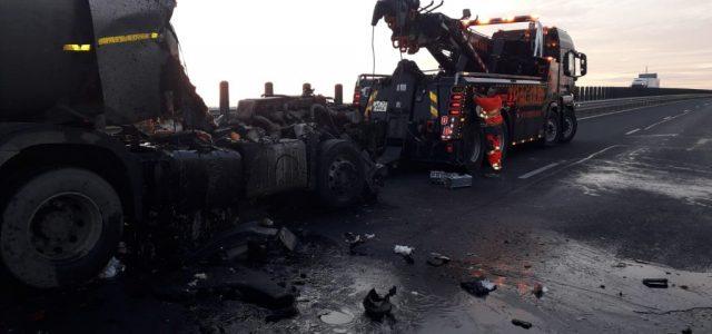Autostrada Arad-Timișoara este blocată, din cauza unui accident