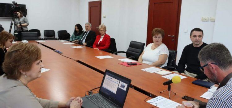 """Județul Arad a încheiat un parteneriat cu județul Bekes și Biblioteca Județeană """"A.D. Xenopol"""""""