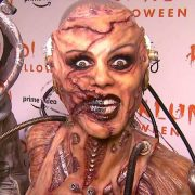 Heidi Klum s-a transforat într-un zombie, în vitrina unui magazin din New York