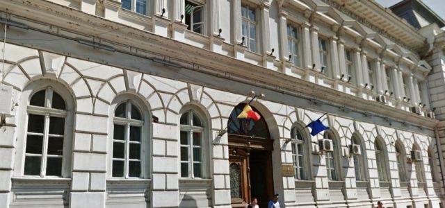 Prefectura Arad suspendă audiențele