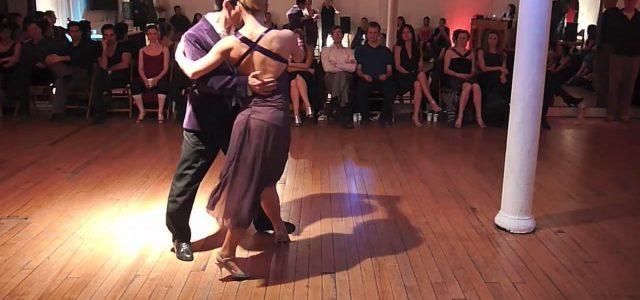 """Spectacol de tango argentinian pe scena Teatrului Clasic """"Ioan Slavici"""" din Arad"""