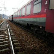 Un tren a deraiat la Bârzava. Traficul a fost blocat