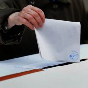 Ora 17: Prezența la vot în județul Arad este de 32,90%. Vezi prezența pe orașe!