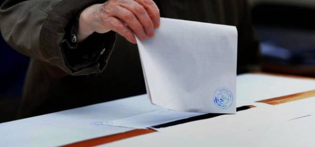Ora 15: Prezența la vot în județul Arad este de 25,37%. Vezi prezența pe orașe!