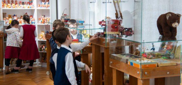 S-a deschis expoziția de jucării la Muzeul de Artă