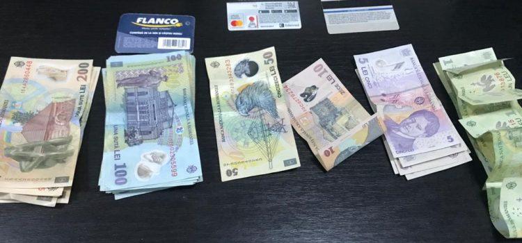O borsetă plină cu bani a fost găsită de jandarmii din Lipova și restituită proprietarului