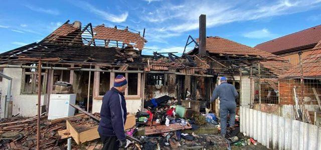 Două familii din Mândruloc au rămas fără locuință, în urma unui incendiu. Orice ajutor este binevenit