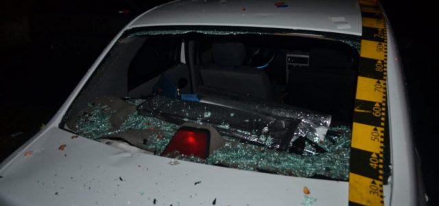 Șapte mașini au fost distruse pe o stradă din Arad, de un bărbat care a folosit pietre și gantere
