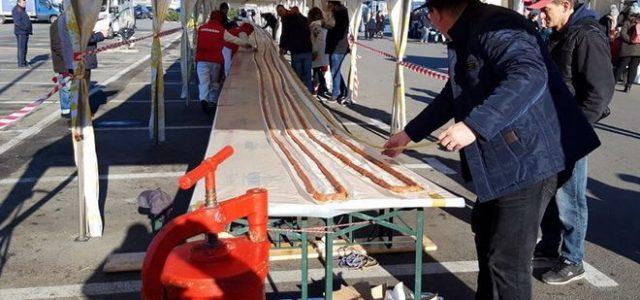 Cel mai lung mititel din lume, preparat în vestul țării
