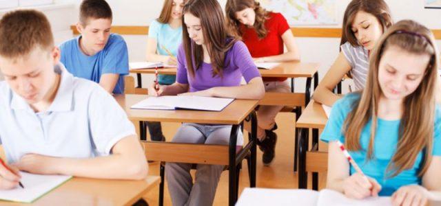 Elevii care se află acum în clasa a VII-a vor susţine Evaluarea naţională după modelul actual