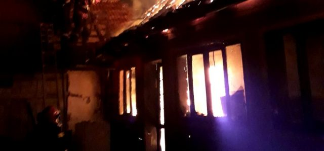 Incendiu la un imobil din Chisindia stins după trei ore