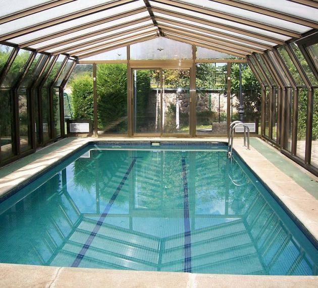 Patru mari avantaje ale cazarii la un hotel cu piscina interioara