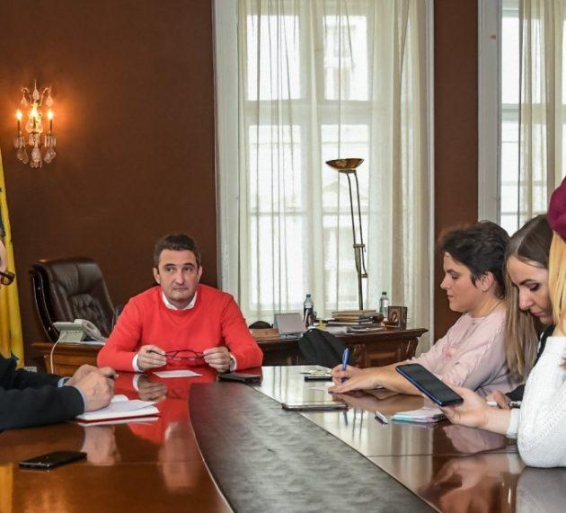 Bibarț promite reabilitarea Palatului Cenad dar nu a identificat resursele necesare