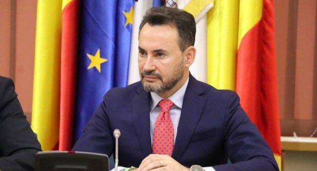 """Gheorghe Falcă: """"Elevii arădeni ar trebui ca din 9 mai să aibă deja tabletele pentru e-learning! """""""