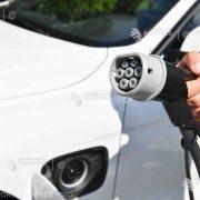 OMV Petrom împreună cu Eldrive vor instala 30 de puncte de încărcare rapidă pentru maşinile electrice