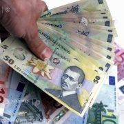 Un român din doi nu crede că banii cash răspândesc coronavirus