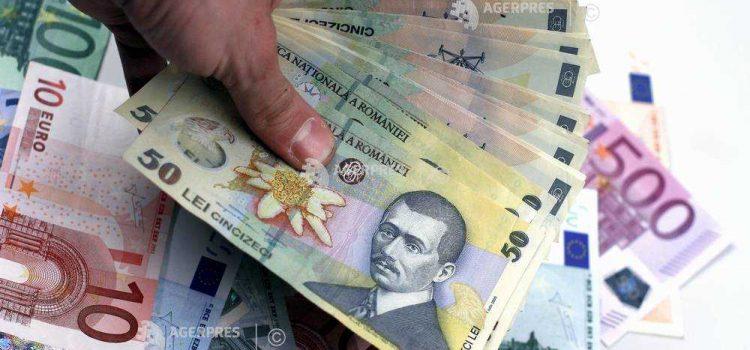 Leul s-a depreciat marţi în raport cu euro, dar a crescut faţă de dolarul american