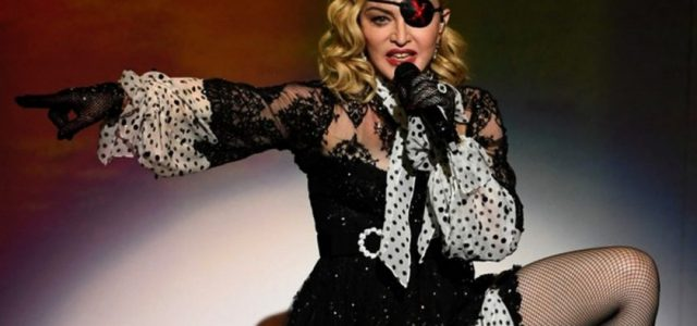 """Madonna către fani: """"Sunt infectată de Covid"""""""