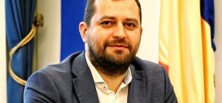 """Răzvan Cadar : """"PSD Arad s-a făcut de râs și în ședința de vineri a Consiliului Județean: de la vot împotriva legii la suspiciuni de incompatibilitate!"""""""