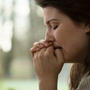 Cum să faci față anxietății în această perioadă? Descoperă 5 modalități rapide de a te calma!