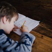 Cum pot fi ajutati copiii care din diverse probleme nu pot invata matematica, utilizand auxiliare scolare?