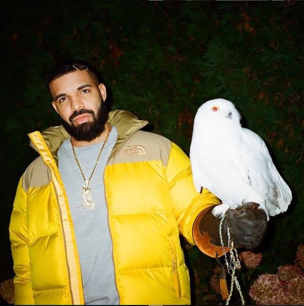 Drake a postat fotografii noi cu fiul său Adonis, în vârstă de 3 ani.